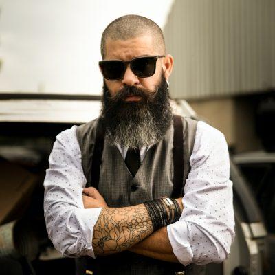 Accélérateur pousse de barbe, homme, labarbiche